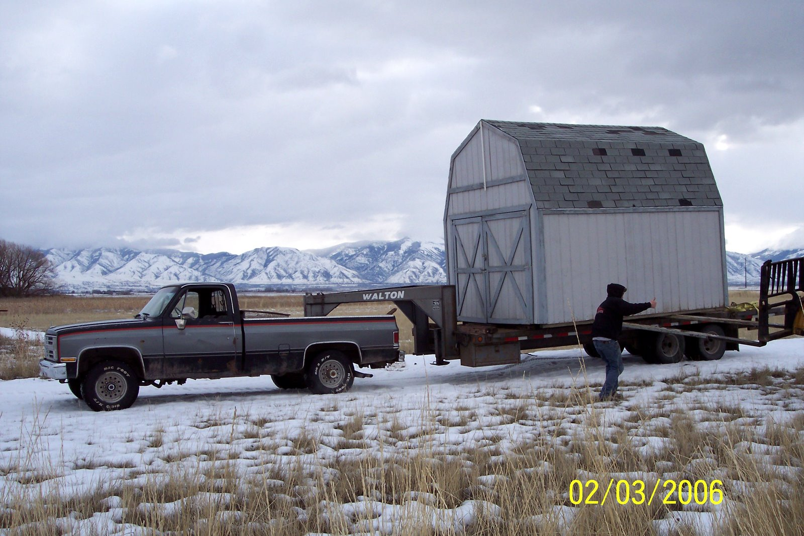 """UNLOADING SHED AT THE NEW FLYING SITE AFTER SLOW """"WATCH FOR LOW OVERHEAD WIRES"""" 5 MILE TRIP."""