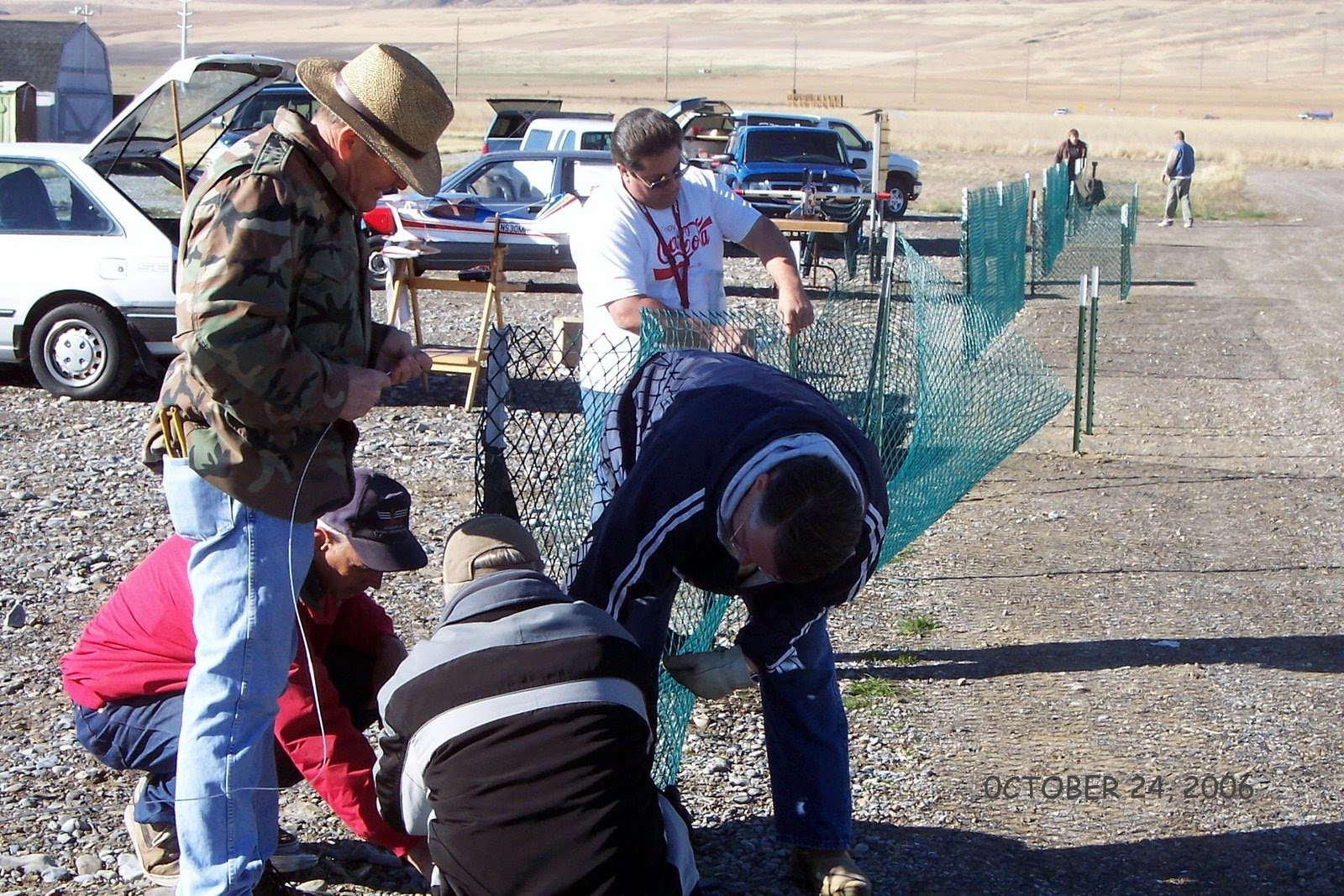 SECURING SAFETY FENCE MATERIAL. PALMER,STUART, WILLIAMS, SMITH, NELSEN. OCTOBER 24 2006